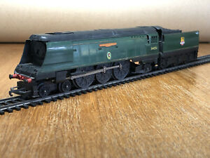 Triang Hornby R356 WINSTON CHURCHILL Locomotive and Tender BR Green 34051 TESTED
