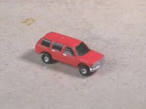 N Scale 2000 Red Chevy SUV