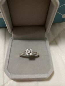 9CT White Gold Ring ~ Size R ~ Valued @ $3950