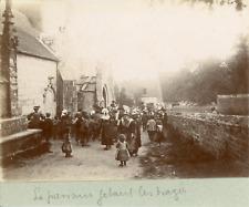 France, Parrain jetant des dragées après un baptême, ca.1900, Vintage citrate pr