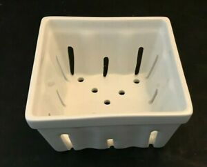 CRATE AND BARREL BERRY BOX COLANDER