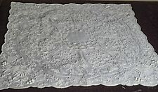 WEDDING HANKY – EXQUISITELY EMBROIDERED WHITE LINEN HANKY w/ SCALLOPED EDGES UU6