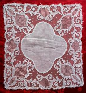 PRISTINE ANTIQUE c.1900 IRISH LINEN & CARICKMACROSS LACE WEDDING HANDKERCHIEF
