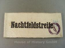88883 Armbinde der NACHTFELDSTREIFE, weiße Armbinde, schwarze Schrift, 1945/46