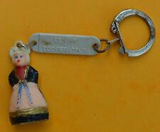 porte clé, années 1960, centre coopérateur, petite poupée de femme en costume