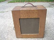 """GIBSON GUITAR AMP,  1940's. 1 -12"""" SPEAKER, SOUNDS GOOD, LOTS OF CHARACTER"""