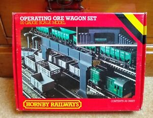 Hornby R415 Operating Ore Wagon Set. 00 Gauge