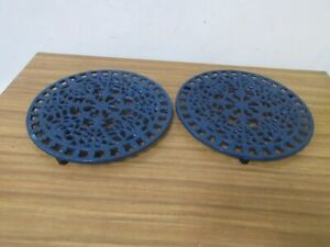 PAIR OF DARK BLUE NAVY CAST IRON ROUND TRIVETS HOT PLATE STANDS.