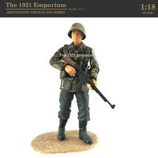 ✙ 1:18 Scale Dragon Models Action 18 Series WWII German Army MP44 Soldier Figure