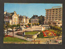 DINARD (35) AUTOBUS , VOLKSWAGEN COX , RENAULT R16 au GALLIC HOTEL