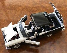 Franklin Mint 1:24 1957 Ford Fairlane Skyliner 500 2 Tone Black & White