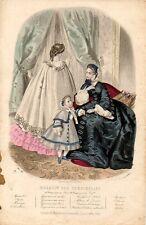 Stampa antica moda DONNE e BAMBINA in SALOTTO 1860 Old Print Fashion Engraving