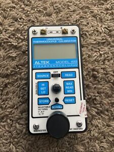 Altek 422 Universal Thermocouple Calibrator