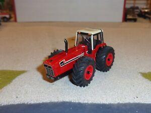 custom 1/64 International 3588 2+2 tractor - row crop