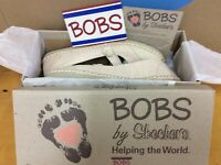 New In Box 2011 BOBS Skechers Contribute Slip On Women's Shoes Natural Size 9 E5