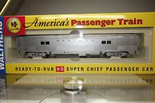 """Walthers H0 scale. 932-9002 Santa Fe """"Super Chief""""  Budd 73`Baggage Car with box"""