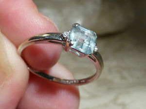 Gorgeous Vintage Light Blue Topaz And Diamond Shoulders 9ct White Gold Delicate