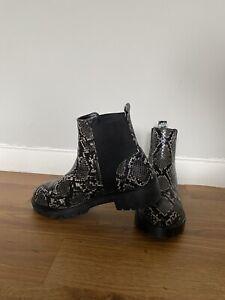steve madden Boots Size 6