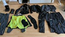 Motorradkleidung (Jacke, Hose, Protektoren, Regenüberzug, Schuhe)