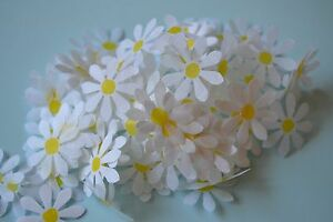 **NEW for 2021**GORGEOUS 25mm Big TISSUE DAISIES *CONFETTI for THROWING or TABLE