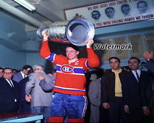 Jean Beliveau Montreal Canadiens Holding Stanley Cup Old Forum 8  X 10 Photo
