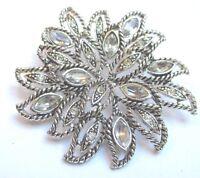broche bijou vintage couleur argent rosace en relief cristaux diamant 141