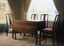 18TH C ANTIQUE MAHOGANY DROP LEAF PEMBROKE TABLE W/ Silverware Drawers, 4 Chairs