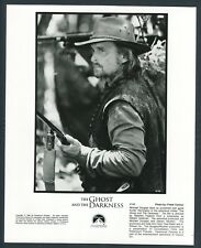 MICHAEL DOUGLAS in The Ghost And The Darkness '96 HUNTER