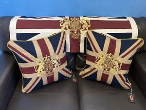 Royal Crest Vintage Pair Of Cushions By Woven Magic ( SAVING £2.00) 12x12in T/D