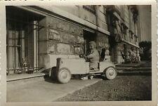PHOTO ANCIENNE - VINTAGE SNAPSHOT - ENFANT VOITURE À PÉDALES JOUET CADRAGE - CAR
