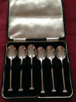 SET 6  ANTIQUE SOLID SILVER TEA SPOONS WITH A BOX