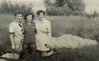 Vintage Affectionate Women Picnic photo 1940s snapshot D3