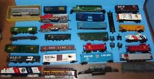 ! HUGE LOT OF HO TRAIN CARS BOX CABOOSE HOPPERS ENGINES PARTS VINTAGE LOT B  !