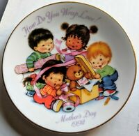 1992 Avon How Do You Wrap Love Mothers Day Plate porcelain trimmed in 22k gold