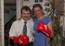 """Guantoni da boxe di campionessa del mondo Alesia conte; originale firmato a mano """"Charity"""""""