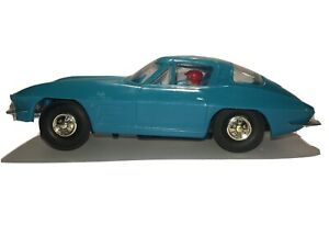 Vintage Eldon 1964 Sting Ray, 1/32 Scale, Excellent Condition, Beautiful Blue.
