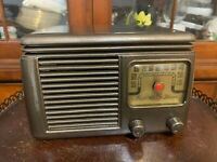1948 MECK TRAIL BLAZER RC-5C5 BAKELITE RADIO, Great Reception, New Capacitors