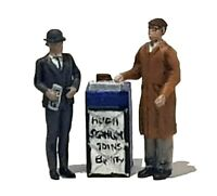FG05  Newspaper Vendor, Stand and Customer Figures unpainted O scale