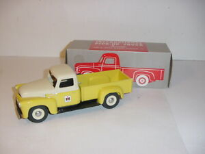 1/25 International Yellow/White S-Line Pick-Up Truck Triple Diamond Replicas NIB