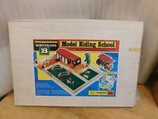 BRITAINS 4714 MODEL RIDING SCHOOL 1976 Unused
