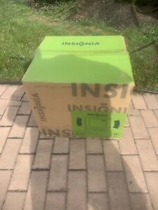 "Insignia, 14"" Color TV/DVD Combo,  NS-14fct w/ Remote Retro Gaming New"