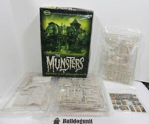 The Munsters House 1313 Mockingbird Lane Moebius Scale Model Kit Horror Monster