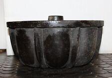 Gusseiserne alte Kuchenform Gugelhupf Backform DM 26  H12 Deko  kleiner Riss
