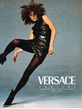 PUBLICITE ADVERTISING 065  1996  VERSACE COUTURE  HAUTE COUTURE  robe cuir