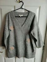 MONSOON WOMENS GREY KNIT V NECK FLORAL JUMPER SIZE 14 SMALL LOOSE PIT TO PIT 23