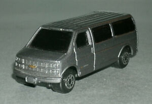 1/64 Scale 2000 Chevrolet Express 3500 Passenger Van Diecast Vehicle - Maisto