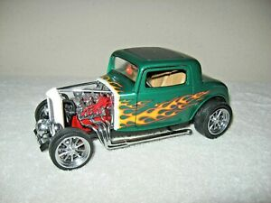 1932 FORD COUPE STREET ROD  SHYNE RODZ 1:18 ROAD SIGNATURE OPENING DOORS & TRUNK