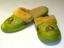 Schöne warme Damen Hausschuhe Leder mit Muster, Schurwolle Gr 39 grün A193