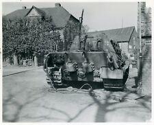 Berichte mit mehr als 300 Fotos gepanzerten Fahrzeugen, Panzerabwehrgeräten
