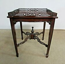 CARVED MAHOGANY END TABLE, ACCENT TABLE WITH GALLERY, STRETCHER BASE, FINIAL